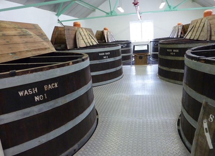 Dallas_Dhu_Distillery_20110521_wash_backs